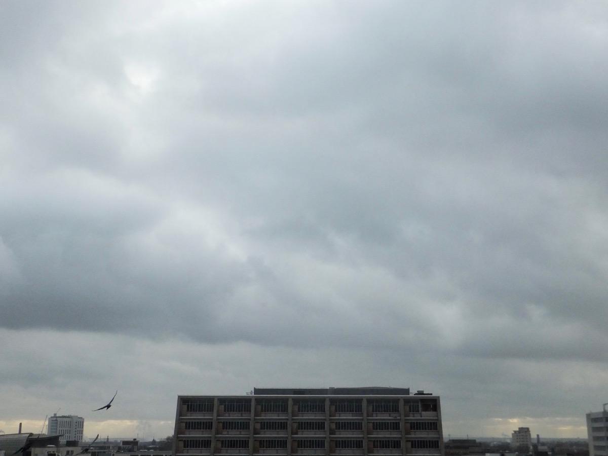 Wolkendecke über der Kölner Oper