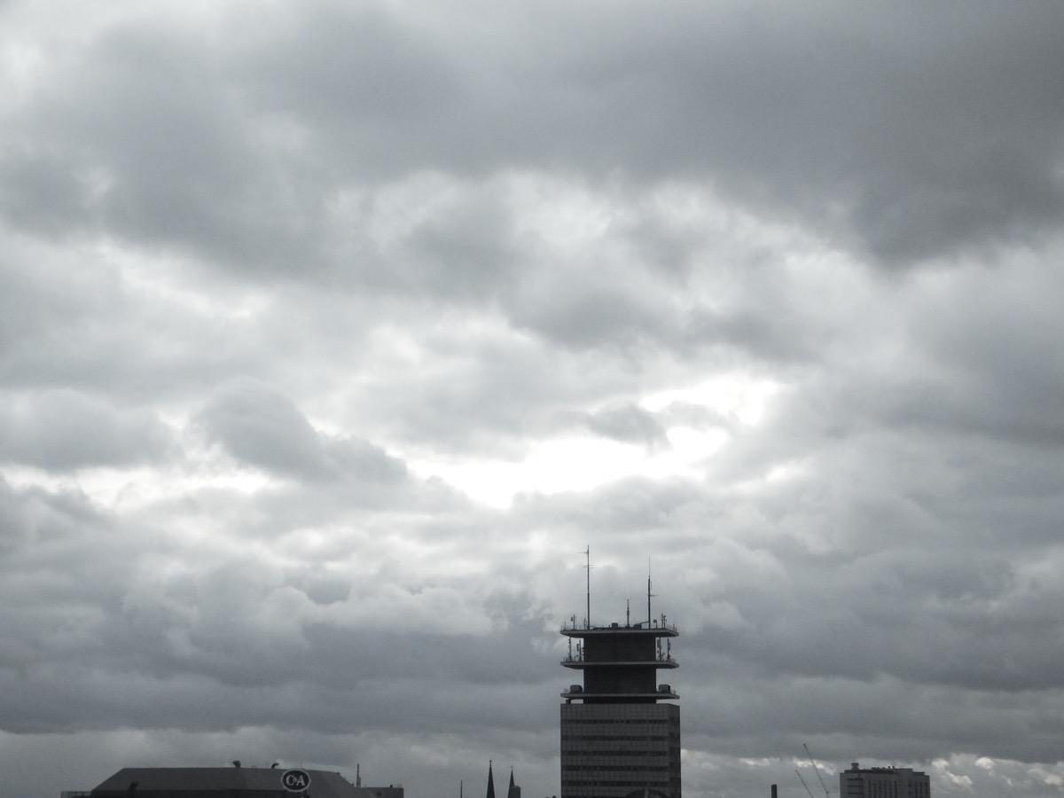 Dunkelgraue Nimbus-Wolken